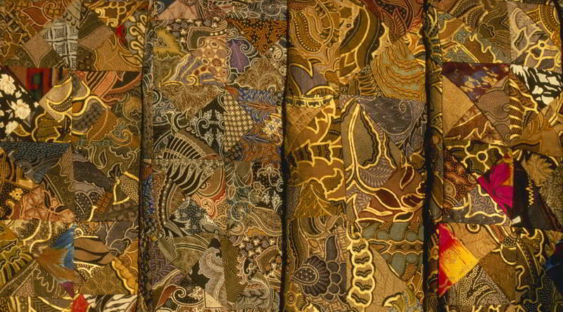 Gold-Bunte Batiksarongs