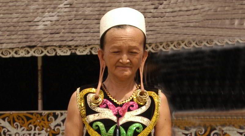 Dayakfrau mit traditionellem Schmuck © Ministry of Culture and Tourism, Republic of Indonesia