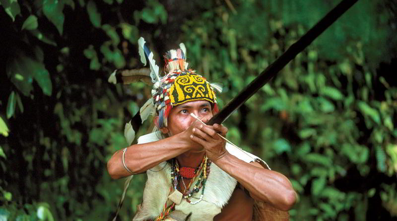 Orang Ulu Hunter with Blow Pipe © Sarawak Tourism Board