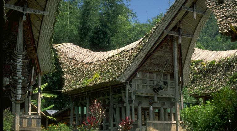 Tana toraja sulawesi indonesien sunda lexikon for Traditionelles haus bali